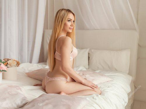 Güzel yüzlü ve seksi vücutlu Çankaya escort Suzan